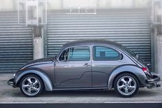 The VW Beetle. made better Volkswagen Beetle Vintage, Auto Volkswagen, Custom Vw Bug, Custom Cars, Smart Roadster, Vw Super Beetle, Vw Group, Vw Cars, Modified Cars