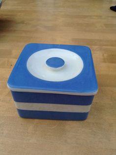 Ultra rare Cornishware T G Green square fridge box- vintage Modern Refrigerators, Cornishware, China Cups And Saucers, Blue And White China, Stylish Kitchen, Kitchen Themes, Pottery Making, Vintage Glassware, Storage Containers