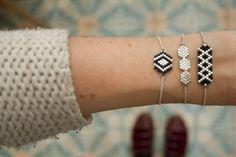 Darling Make Alphabet Friendship Bracelets Ideas. Wonderful Make Alphabet Friendship Bracelets Ideas. Beaded Jewelry, Handmade Jewelry, Beaded Bracelets, Bracelet Patterns, Beading Patterns, Embroidery Floss Bracelets, Bracelet Fil, Motifs Perler, Bracelets With Meaning