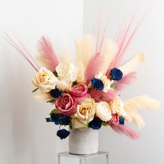 Create a stunning floral arrangement with our artificial Pampas grass sprays. Gorgeous hues of champagne and dusty pink. Types Of Flowers, Pink Flowers, Ecuadorian Roses, Best Roses, Rose Stem, Open Rose, Artificial Silk Flowers, Floral Foam, Silk Roses