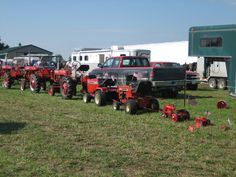 This was a cute site, all IH tractors lined up from biggest to smallest.