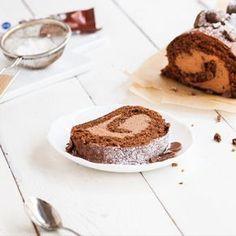 Päivitä kahvipöydän klassikko, kääretorttu, uuteen aikaan herkullisella Pätkis-täytteellä. Pätkis-kääretorttu hurmaa jokaisen Pätkiksen ystävän. Finnish Recipes, Cake Day, Everyday Food, Something Sweet, High Tea, Fudge, Sweet Recipes, Sweet Tooth, Food And Drink