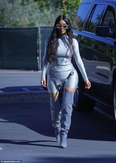 Walk it out: Kim Kardashian was back to flaunting her famous figure wearing designer duds from Kanye West's upcoming Yeezy 7 collection while out and about in Los Angeles on Tuesday Kim Kardashian Yeezy, Estilo Kardashian, Kardashian Family, Kardashian Style, Kardashian Jenner, Jumpsuit Denim, Overall Jumpsuit, Kim K Style, Trends