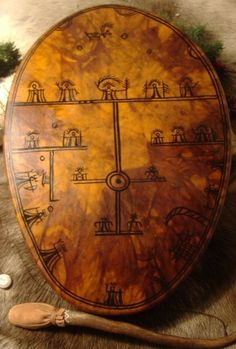 The maker of these drums has Saami parentage, is wise, shamanistic and incredibly knowledgable about the history of the drum, its symbols and meanings Arte Inuit, Kola Peninsula, Symbols And Meanings, Medicine Wheel, Lappland, Native American Art, Finland, Vintage World Maps, Culture