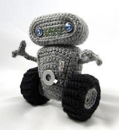 Cuddly Robot Crochet Pattern | Squirrel Picnic