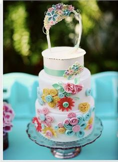 It's like paper quilling... with fondant!