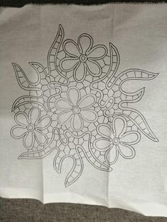 Bobbin Lace Patterns, Floral Embroidery Patterns, Embroidery Stitches Tutorial, Embroidery Designs, Filet Crochet, Irish Crochet, Crochet Lace, Romanian Lace, Cutwork Embroidery