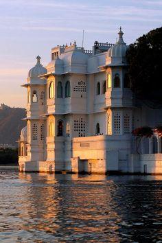 Lake Palace, Udaipur | India (by Exodus Travels)