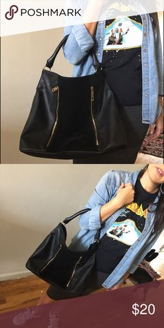 SALE❣️H&M Tote Bag Super cute and lightly used. Faux leather, velvet middle, and gold zip detail🤗 Divided Bags Totes