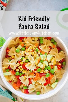 This kid-friendly pasta salad is packed with lots of fresh veggies and pasta, which makes it a healthy, filling, colourful and delicious pasta salad that your child will love! Pasta Salad For Kids, Kids Pasta, Salads For Kids, Pasta Lunch, Summer Pasta Salad, Easy Pasta Salad, Veggie Pasta Recipes, Vegetarian Salad Recipes, Baby Food Recipes