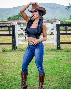 Country Girl Photos, Cute Country Outfits, Hot Country Girls, Southern Outfits, Country Women, Country Life, Cowgirl Look, Sexy Cowgirl, Rodeo Cowgirl