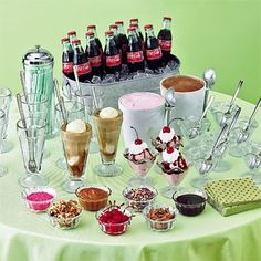 16 Food Bars for Parties! I love the root beer float/ or ice cream sundae idea for kid parties sounds fun and like something the kids would like. Remember my mom doing an ice cream sundae bar as a kid for my Girl Scout Troop while we where camping. Sundae Bar, 1950 Diner, Party Mottos, Do It Yourself Food, Bar A Bonbon, 16 Bars, Mantecaditos, Drink Bar, Ice Cream Floats