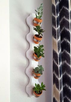 Succulent Planter Tutorial [Reality Daydream] Simple vertical succulent planter using hose clamps and tiny terra cotta pots! {Sawdust and Embryos}Simple vertical succulent planter using hose clamps and tiny terra cotta pots! {Sawdust and Embryos}