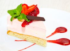 Piece of cream cake garnished with strawberries :) Cream Cake, Strawberries, Cheesecake, Cakes, Desserts, Food, Custard Cake, Cheesecake Cake, Food Cakes