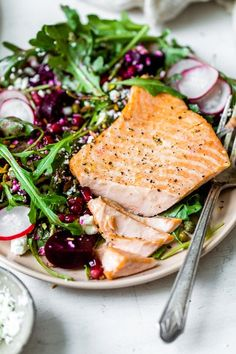 Healthy Salads, Healthy Eating, Healthy Recipes, Fish Recipes, Seafood Recipes, Clean Eating, Salmon Salad, Beet Salad, Salmon On The Stove