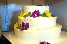 How to make your own wedding cake in easy steps Make Your Own Wedding Cakes, Cheap Wedding Cakes, Beautiful Wedding Cakes, Gorgeous Cakes, Our Wedding, Wedding Stuff, Wedding Ideas, Custom Jewelry, Treats