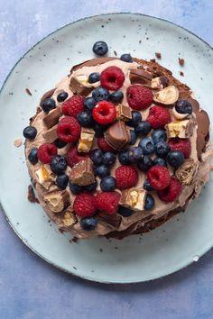 Chokoladelagkage - Julie Bruun den bedste lagkage Food Cakes, Cake Recipes, Oatmeal, Cheesecake, Deserts, Pie, Yummy Food, Breakfast, Forslag