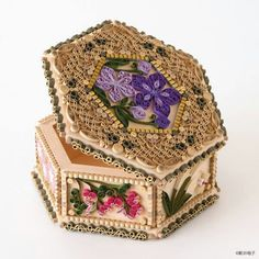 Malá krabička zdobená • quillingem