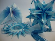 Móbile de kusudama(bola curativa) em origami.