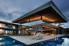 Cove 3 House, Knysna , África do Sul Projeto: SAOTA  De beleza rústica e com técnicas sustentáveis está ai mais uma arquitetura de alto padrão.