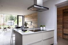 crisp modern kitchen and detailing softened with reclaimed timber cladding by McCann Moore Architects 25 Beautiful Homes, Kitchen Decor, Kitchen Design, Timber Cladding, Reclaimed Timber, House And Home Magazine, Ideal Home, Cool Kitchens, Interior Design