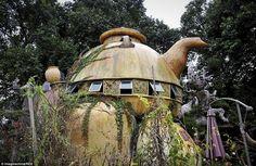 Độc đáo với ngôi nhà hình ấm trà trên cây http://batdongsan24h.com.vn/tin-tuc/doc-dao-voi-ngoi-nha-hinh-am-tra-tren-cay-5180.html