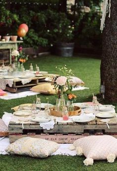 Lovely Boho themed outdoor party - See more amazing party trends for 2016 at B. Lovely Boho themed outdoor party - See more amazing party trends for 2016 at B. Boho Garden Party, Garden Picnic, Garden Party Decorations, Boho Garden Ideas, Bohemian Party Decorations, Garden Kids, Backyard Picnic, Garden Party Wedding, Family Garden