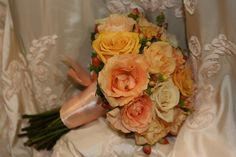 Yellow & Peach Bouquet by Aria Style / www.ariastyle.com / https://www.facebook.com/AriaStyle