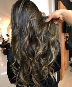 Ombre v Balayage: What is the difference? Are Balayage and highlights the same thing? Find here plus the most stunning balayage looks. Brown Hair Balayage, Hair Highlights, Dark Balayage, Beautiful Long Hair, Gorgeous Hair, Hight Light, Ombre Hair Color, Red Ombre, Brunette Hair