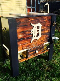 Wooden Detroit Tigers cooler! Handcrafted. Wooden Cooler, Diy Cooler, Boys Bedroom Decor, Detroit Tigers, Building Ideas, Wood Work, Small Towns, Man Cave, Etsy Seller