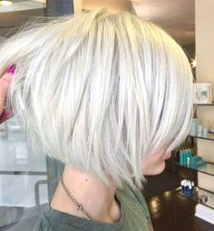 Layered Bob Hairstyles - Modern Short Bob Haircuts with Layers for Any Occasion by suzette #BobHaircutsForWomen #layeredbob