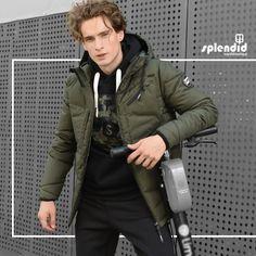 Splendid ανδρικό μπουφάν κοντό με ενσωματωμένη κουκούλα -Κλείσιμο με Φερμουάρ -Χρώματα: Σκ Γκρι Μελανζέ, Πράσινο Μελανζέ, Navy Μελανζέ -Σύνθεση : 100% Πολυεστέρας -Σύνθεση φόδρας : 100% Πολυεστέρας -Συλλογή : Φθινόπωρο - Χειμώνας Military Jacket, Social Media, Posts, Collection, Fashion, Moda, Field Jacket, Messages, Fashion Styles