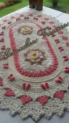 Tapete de croche com borboleta Crochet Dollies, Crochet Quilt, Crochet Home, Crochet Flowers, Vintage Crochet Patterns, Crochet Stitches Patterns, Doily Patterns, Granny Square Häkelanleitung, Granny Square Crochet Pattern
