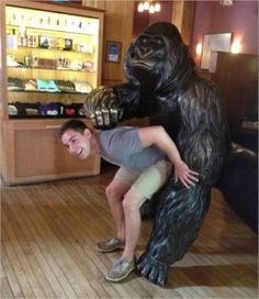 Top 25 of statue molestation photos - gorilla fucking a boy- awkard pose Funny Snapchat Pictures, Really Funny Pictures, Funny Photos, Funny Images, Funny Cute, The Funny, Hilarious, Funny Statues, Fun With Statues