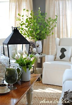 Fresh green, white and black decor