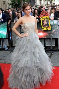 """If Kate (Middleton) invited me for a slumber party, I'd show up in this """"Just one of my old gowns..."""""""