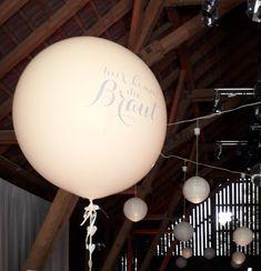 Hier kommt die Braut #Balloneria #Kleinsasserhof Chandelier, Ceiling Lights, Lighting, Home Decor, Wedding Bride, Wedding, Candelabra, Decoration Home, Room Decor