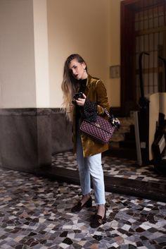 OUTFIT MILAN FASHION WEEK 2016: wearing Valentino Rockstud Spike Bag, Velvet Blazer, Gucci Pumps, Fishnet Socks & cropped Jeans via @fleurdemode