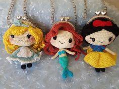 How To Crochet A Shell Stitch Purse Bag Princesses Coin Purse Crochet Change Purse, Crochet Coin Purse, Crochet Purse Patterns, Crochet Purses, Love Crochet, Diy Crochet, Crochet Dolls, Crochet Flower, Crochet Bags