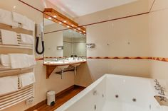 Hotel Saint Malo, Corner Bathtub, Alcove, Bathroom, Family Of 5, Bedrooms, Washroom, Full Bath, Bath