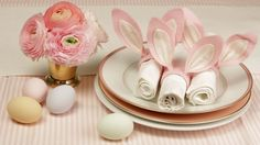 How to Make Bunny Ear Napkin Rings: Here's a cute, simple and quick way to mak. How to Make Bunny Ear Napkin Rings: Here's a cute, simple and quick way to make napkin rings just in time for Easter! Easter Brunch, Easter Party, Spring Wedding Centerpieces, Diy Wedding Video, Wedding Ideas, Wedding Bride, Wedding Table, Wedding Dresses, Birthday Table Decorations