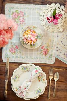 I love the idea of using overlaying vintage handkerchiefs rather than a table runner. Shabby Vintage, Vintage Tea, Vintage Floral, Shabby Chic, Vintage Party, Vintage Table, Purple Home, Beautiful Table Settings, Vintage Handkerchiefs