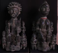 Bangwa Royal Couple with children. Cameroen. Both 42cm. Wood, beads. From the Palace of King Tchamba in Bangwa. Mid 20th century. Collection PD.