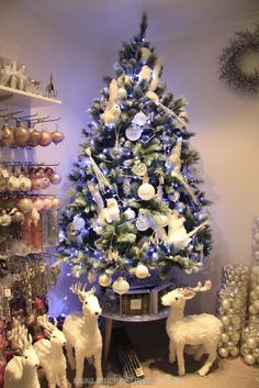 Top 6 Christmas tree themes for 2013