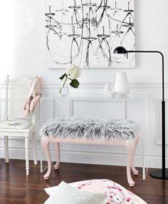 DIY Decorating: DIY project: Faux fur bench - Style At Home - Living Wikii Diy Interior, Interior Design Living Room, Modern Interior, Entryway Decor, Bedroom Decor, Design Rustique, Diy Casa, Dream Decor, Decorating On A Budget
