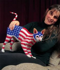 Cat Painting is a weird art done on cats to amuse their owners. For Halloween, cat owners have done some amazing cat painting on their fury animals. Crazy Cat Lady, Crazy Cats, Hate Cats, Funny Animals, Cute Animals, Funny Cats, Funny Humor, American Flag Art, American Pride