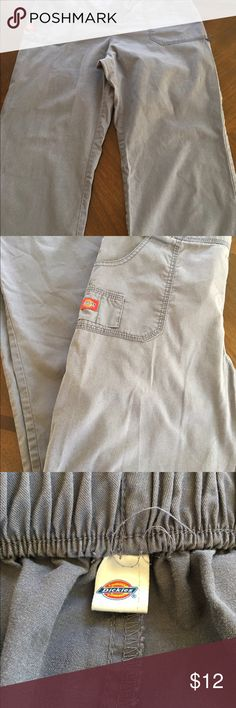 CLOSET CLEAR OUT! Dickies woman's scrub bottoms Grey woman's scrub bottoms. Size medium. In great shape and super comfortable. Dickies Pants Boot Cut & Flare