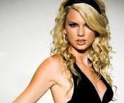 Love Taylor Swifts curly hair! wish she would switch it up a bit more..