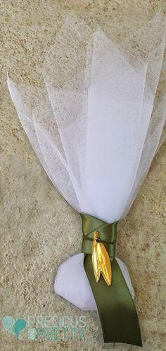 Olive wedding favors G163 Christening Favors, Baptism Favors, Baptism Invitations, Wedding Invitation, Handmade Wedding Favours, Wedding Favor Bags, Greek Wedding Traditions, Olive Wedding, Gold Tulle