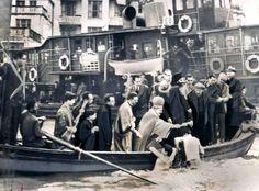 Hristiyan Ortodoks inanışına göre suların kutsanması geleneği… (1952 #istanbul) (Fotoğraf:Maynard Owen Williams ) #istanlook
